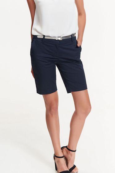 Pantalon scurt Top Secret albastru-inchis din bumbac cu talie medie cu buzunare si accesoriu tip curea