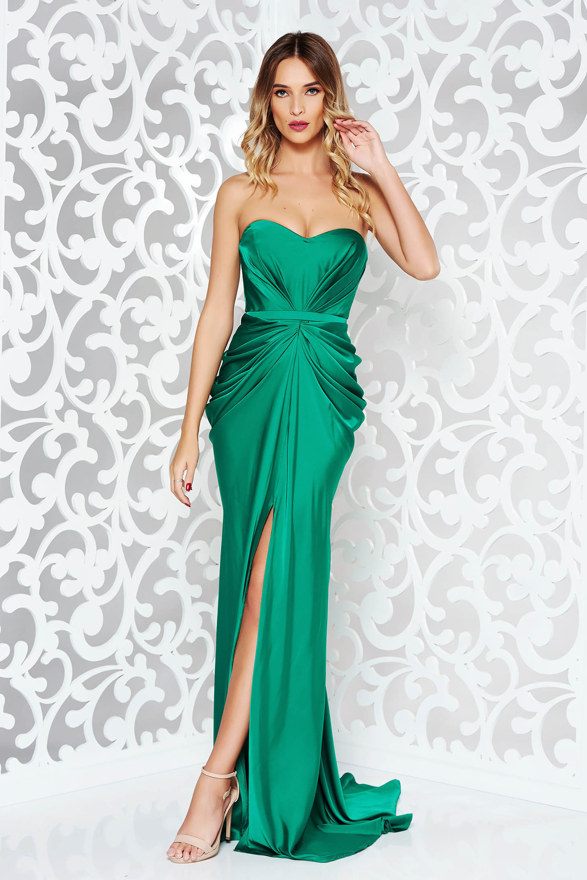 Rochie verde-inchis Ana Radu de lux din material satinat cu umeri goi cu push-up accesorizata cu cordon