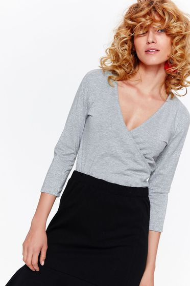 Body Top Secret gri casual cu un croi mulat din material subtire cu decolteu in v