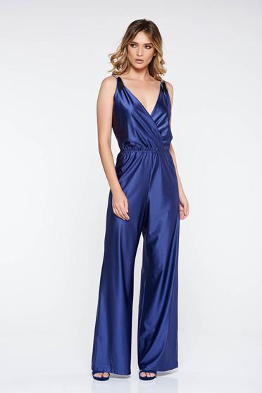 Salopeta StarShinerS albastra de ocazie cu decolteu adanc din material lucios cu elastic in talie
