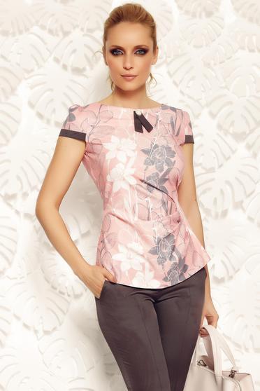 Bluza dama Fofy rosa office cu un croi mulat din material fin la atingere accesorizata cu brosa