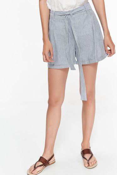 Pantalon scurt Top Secret albastru-inchis casual cu talie medie din bumbac neelastic accesorizat cu cordon