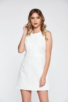 Rochie alba eleganta scurta din material usor elastic fin la atingere cu croi in A