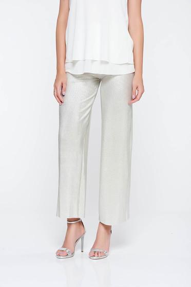 Pantaloni argintii eleganti evazati din material lucios cu elastic in talie