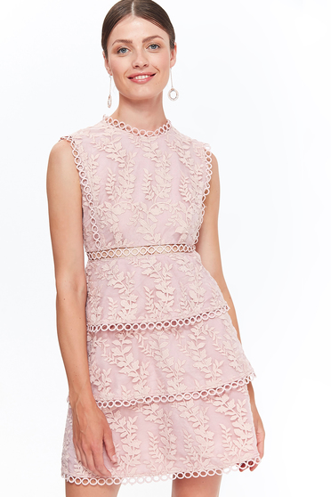 Rochie Top Secret rosa eleganta in clos din dantela captusita pe interior