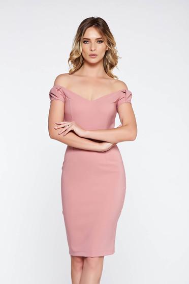 Rochie StarShinerS rosa eleganta tip creion din stofa subtire usor elastica cu umeri goi