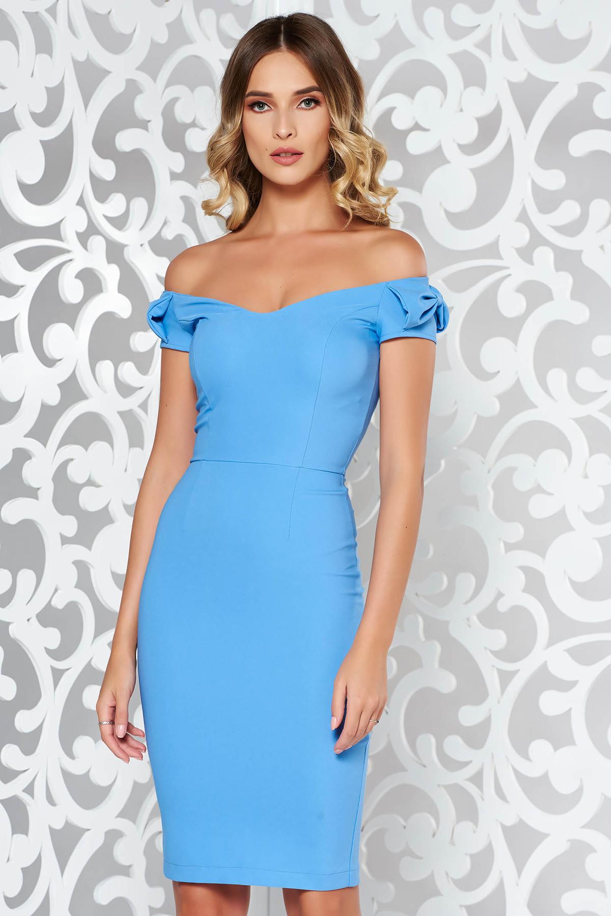 Rochie StarShinerS albastra-deschis eleganta tip creion din stofa subtire usor elastica cu umeri goi