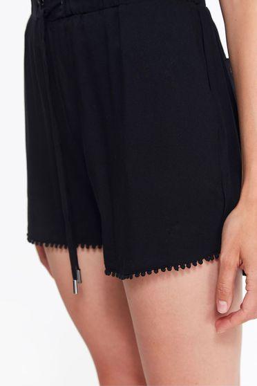 Pantalon scurt Top Secret negru casual cu talie medie din material vaporos cu snur in talie