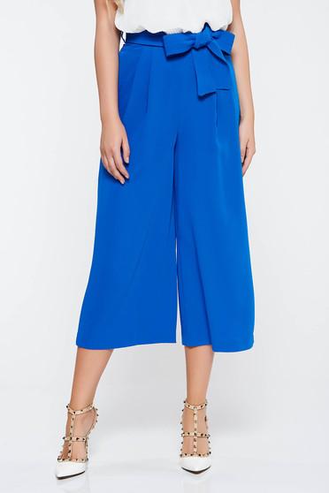 Pantaloni albastri eleganti evazati din material neelastic cu buzunare accesorizati cu cordon