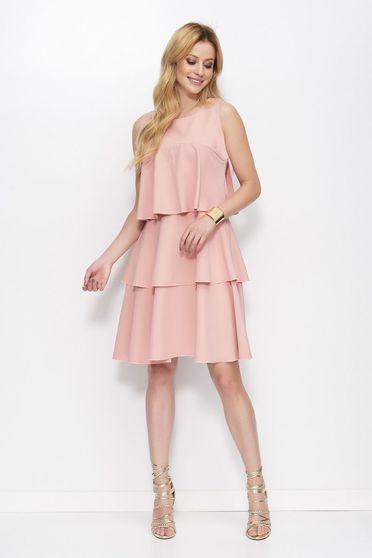 Rochie Makadamia rosa eleganta in clos din material usor elastic cu volanase fara maneci
