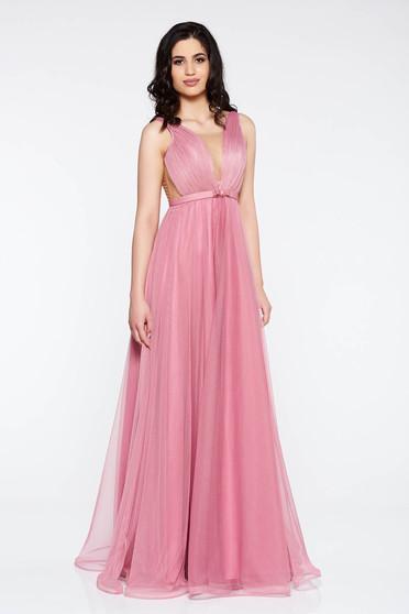 Rochie Ana Radu roz deschis de lux cu decolteu adanc din tul captusita pe interior accesorizata cu cordon