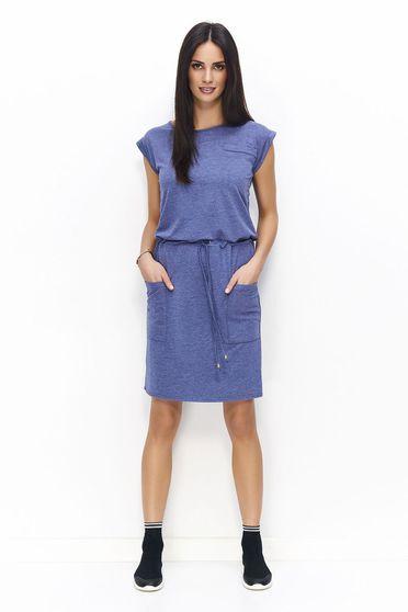 Rochie Numinou albastra casual din material subtire usor elastic accesorizata cu cordon