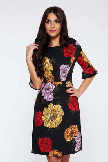 Rochie neagra eleganta in clos din material neelastic captusita pe interior cu imprimeuri florale
