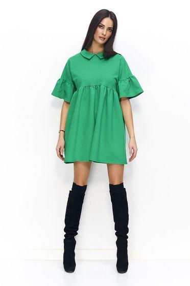 Rochie Numinou verde de zi cu croi larg din material usor elastic cu guler si cu maneci clopot