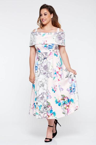 Rochie rosa de ocazie in clos cu umeri goi din material elastic cu imprimeuri florale
