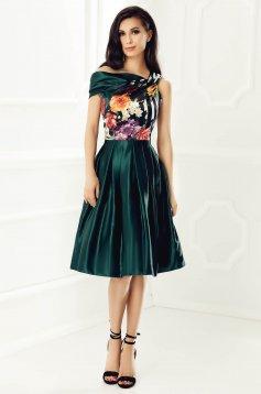 Rochie verde de ocazie fara maneci din material satinat cu imprimeu floral captusita pe interior