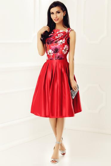 Rochie rosie de ocazie fara maneci din material satinat cu imprimeu floral captusita pe interior