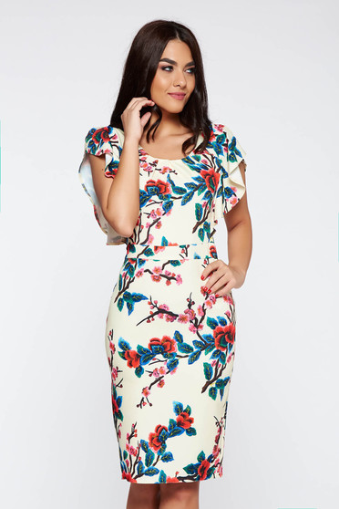 Rochie crem eleganta cu un croi mulat din material usor elastic cu imprimeuri florale
