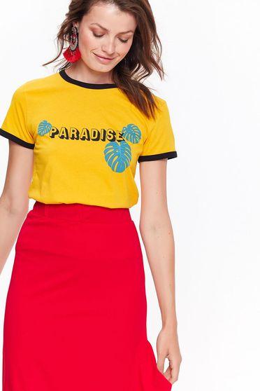 Tricou Top Secret galben casual cu maneca scurta cu croi larg din bumbac cu print