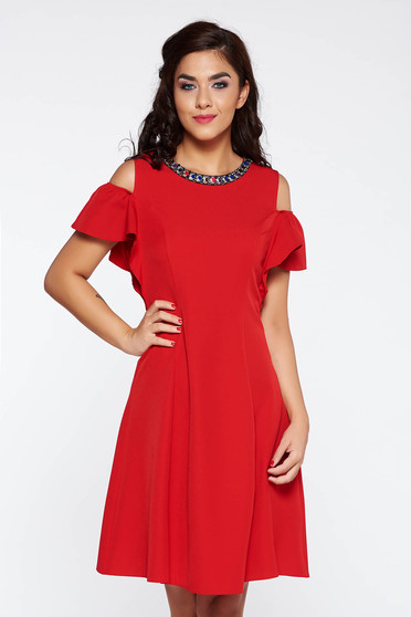 Rochie rosie eleganta cu un croi evazat din stofa usor elastica cu umeri goi