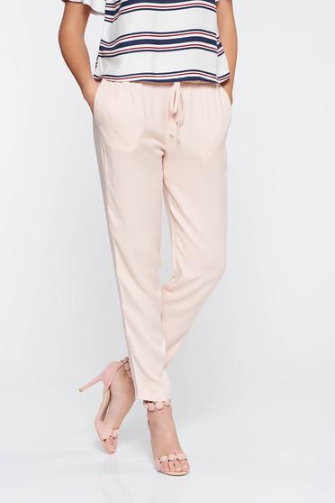 Pantaloni PrettyGirl casual rosa cu elastic in talie din material vaporos cu buzunare