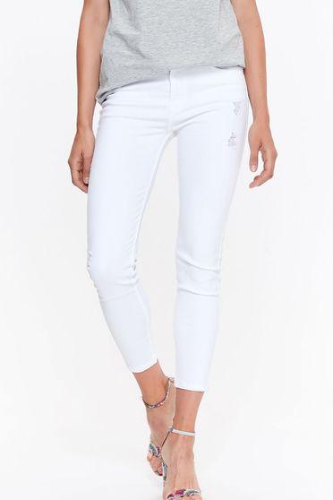 Pantaloni Top Secret albi casual cu talie medie si croi mulat din denim cu buzunare