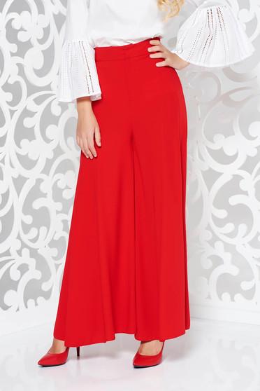 Pantaloni rosii eleganti cu un croi evazat cu talie inalta din material vaporos
