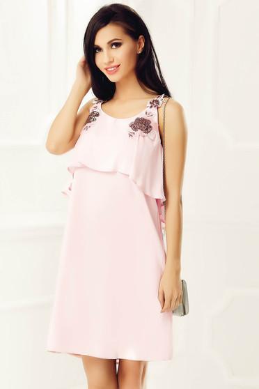 Rochie StarShinerS rosa de ocazie cu croi larg din voal cu insertii de broderie si aplicatii cu paiete