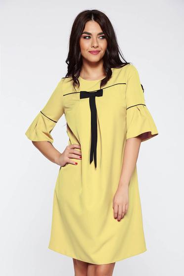 Rochie galbena eleganta cu croi larg din stofa subtire usor elastica cu maneci clopot