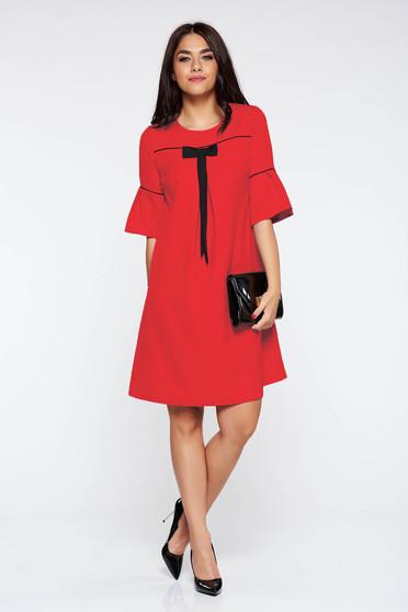 Rochie rosie eleganta cu croi larg din stofa subtire usor elastica cu maneci clopot