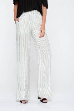 Pantaloni PrettyGirl albe casual cu un croi evazat din material neelastic cu talie inalta si buzunare