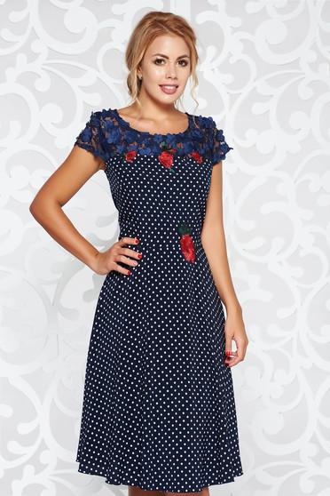 Rochie albastra-inchis midi eleganta cu croi in clos cu insertii de broderie