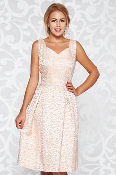 Rochie rosa de ocazie croi in clos din jaquard cu aplicatii cu pietre strass