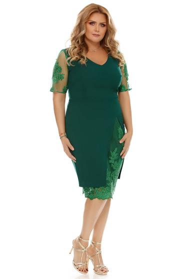 Rochie verde de ocazie cu un croi mulat cu aplicatii de dantela din stofa usor elastica