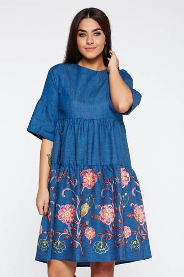Rochie de zi albastra brodata din bumbac neelastic cu croi larg