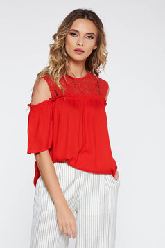 Bluza dama rosie casual cu croi larg cu umeri decupati din material neelastic cu aplicatii de dantela