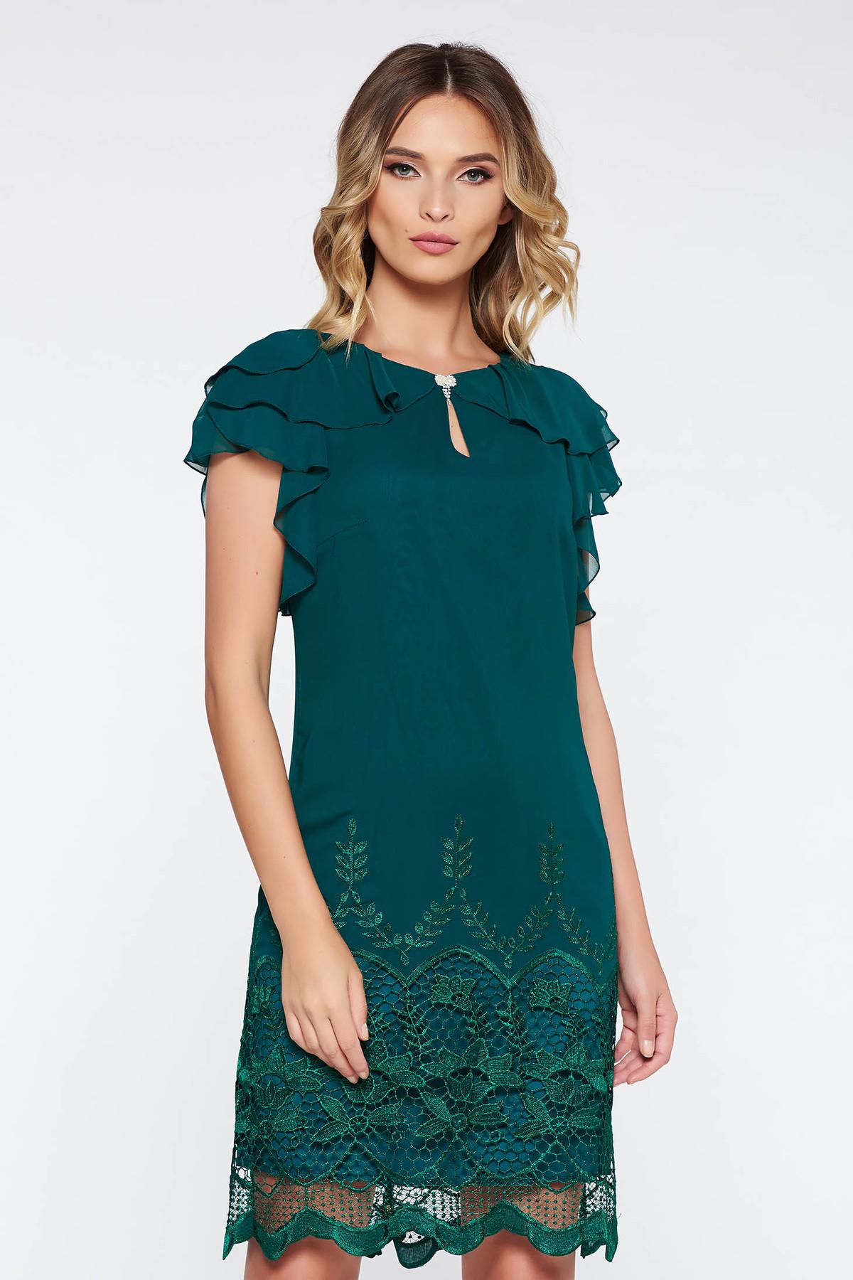 Rochie verde-inchis de ocazie cu un croi drept din material vaporos captusita pe interior cu aplicatii de dantela cu volanase