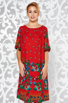 Rochie rosie de zi cu croi larg material subtire neelastic captusita pe interior cu imprimeuri florale