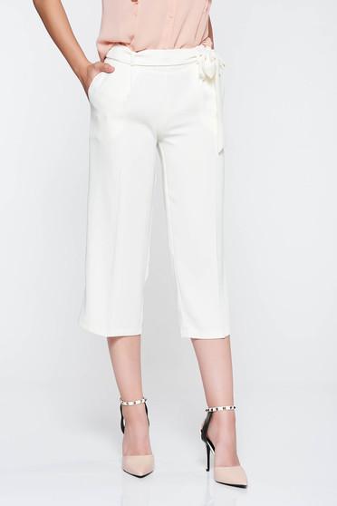 Pantaloni PrettyGirl albe cu talie inalta cu un croi evazat accesorizati cu cordon