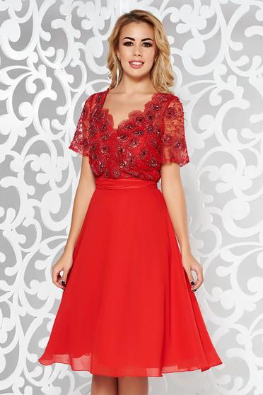 Rochie rosie de ocazie in clos din voal cu tul cu aplicatii cu margele