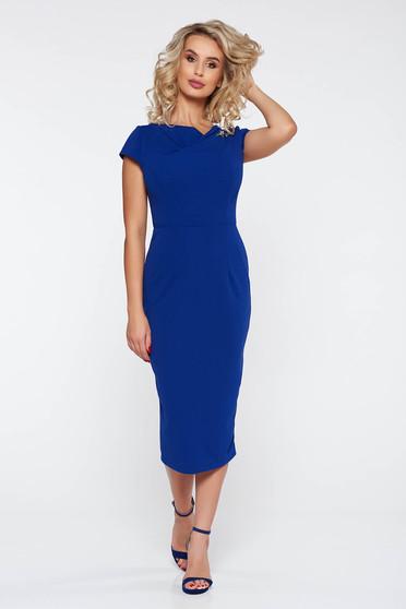 Rochie StarShinerS albastra eleganta cu un croi mulat din material usor elastic accesorizata cu brosa