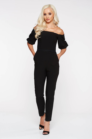 Salopeta StarShinerS neagra eleganta cu un croi mulat din stofa subtire usor elastica cu aplicatii de dantela
