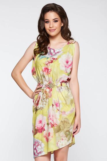 Rochie PrettyGirl galbena eleganta cu croi larg din material satinat cu imprimeuri florale accesorizata cu cordon