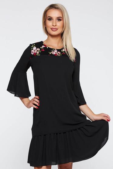 Rochie neagra eleganta cu croi larg material subtire cu tul si broderie in fata