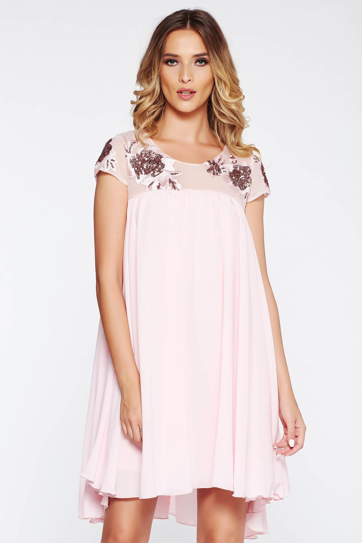 Rochie StarShinerS rosa de ocazie cu croi larg din voal captusita pe interior si aplicatii cu dantela si paiete