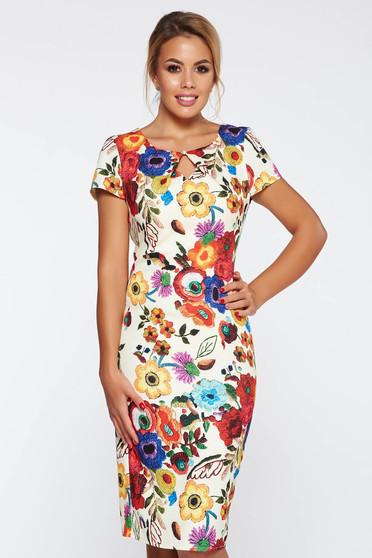 Rochie crem eleganta cu un croi mulat cu imprimeuri florale material fin la atingere