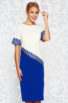 Rochie albastra eleganta cu un croi drept din material elastic cu aplicatii de dantela tricotata