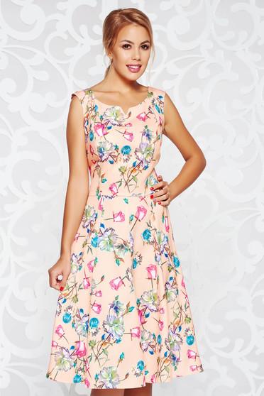 Rochie piersica de zi midi in clos din stofa subtire usor elastica fara maneci cu imprimeuri florale