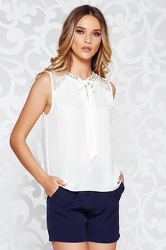Bluza dama StarShinerS alba eleganta cu croi larg din voal cu aplicatii de dantela si pietre strass cusute manual