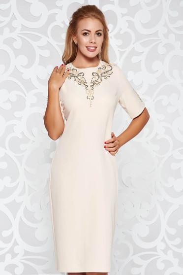 Rochie crem eleganta midi tip creion din stofa usor elastica cu aplicatii cu paiete si perle